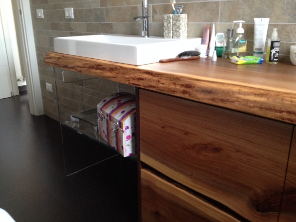 Arredo bagno in legno mobili bagno in legno librerie su misura a treviso armadio in legno - Mobili su misura treviso ...